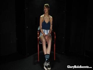 Молодая девушка любит трахаться с большими членами на кастинге