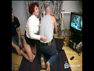 Порно видео молодых пьяных парней, которые трахают своих подруг в пизду во всех позах